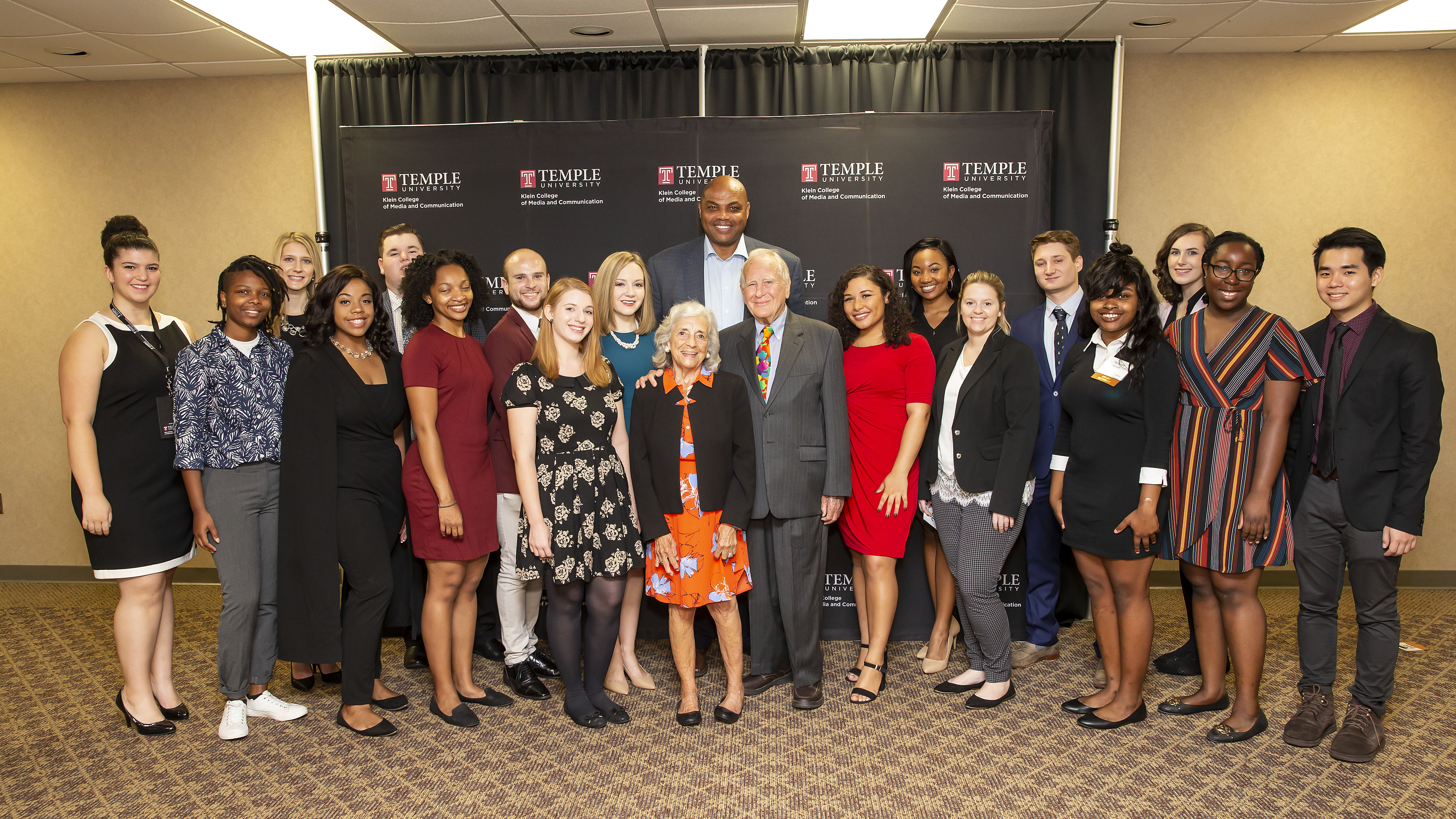 Charles Barkley poses with students along with Lew and Janet Klein at the Lew Klein Alumni in the Media Awards in 2018.