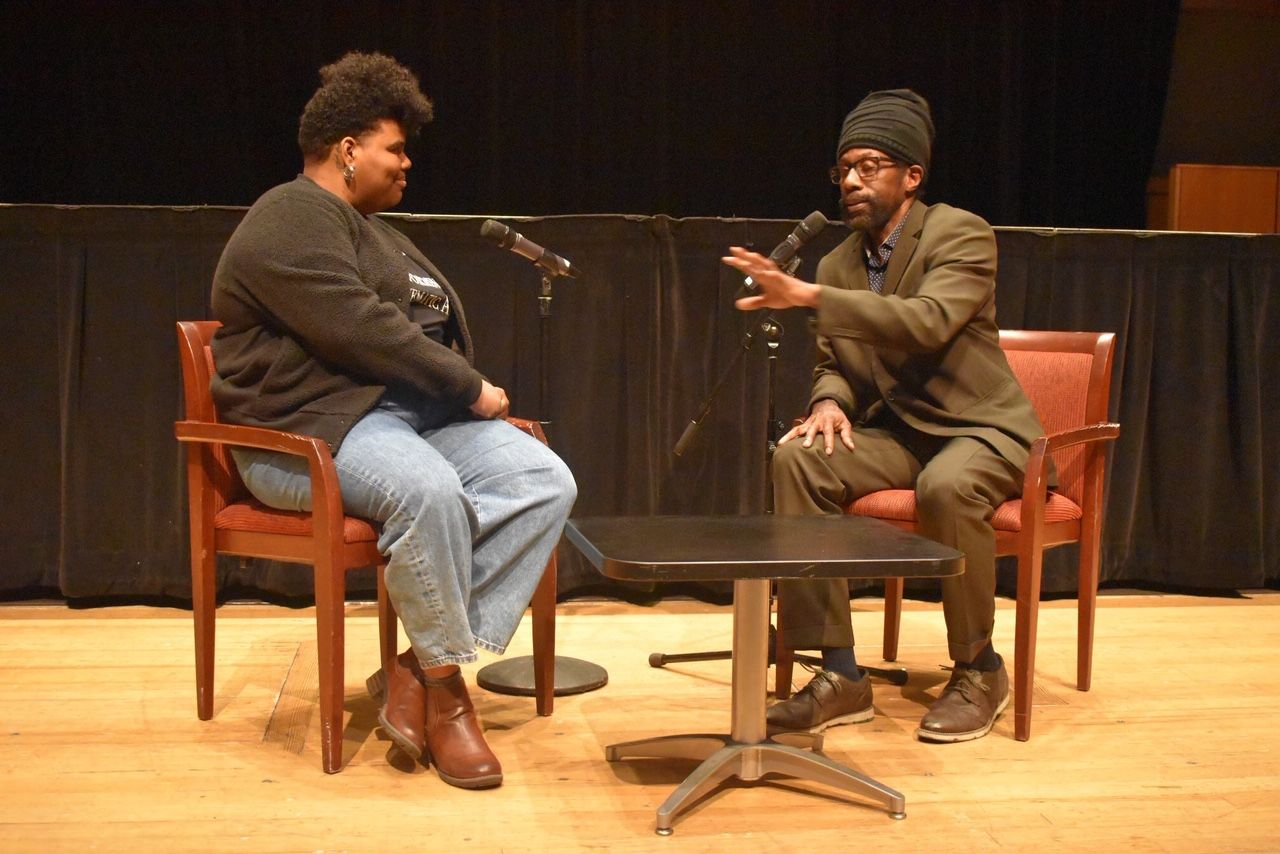 A visiting actor and TFMA faculty member have an on-stage discussion.