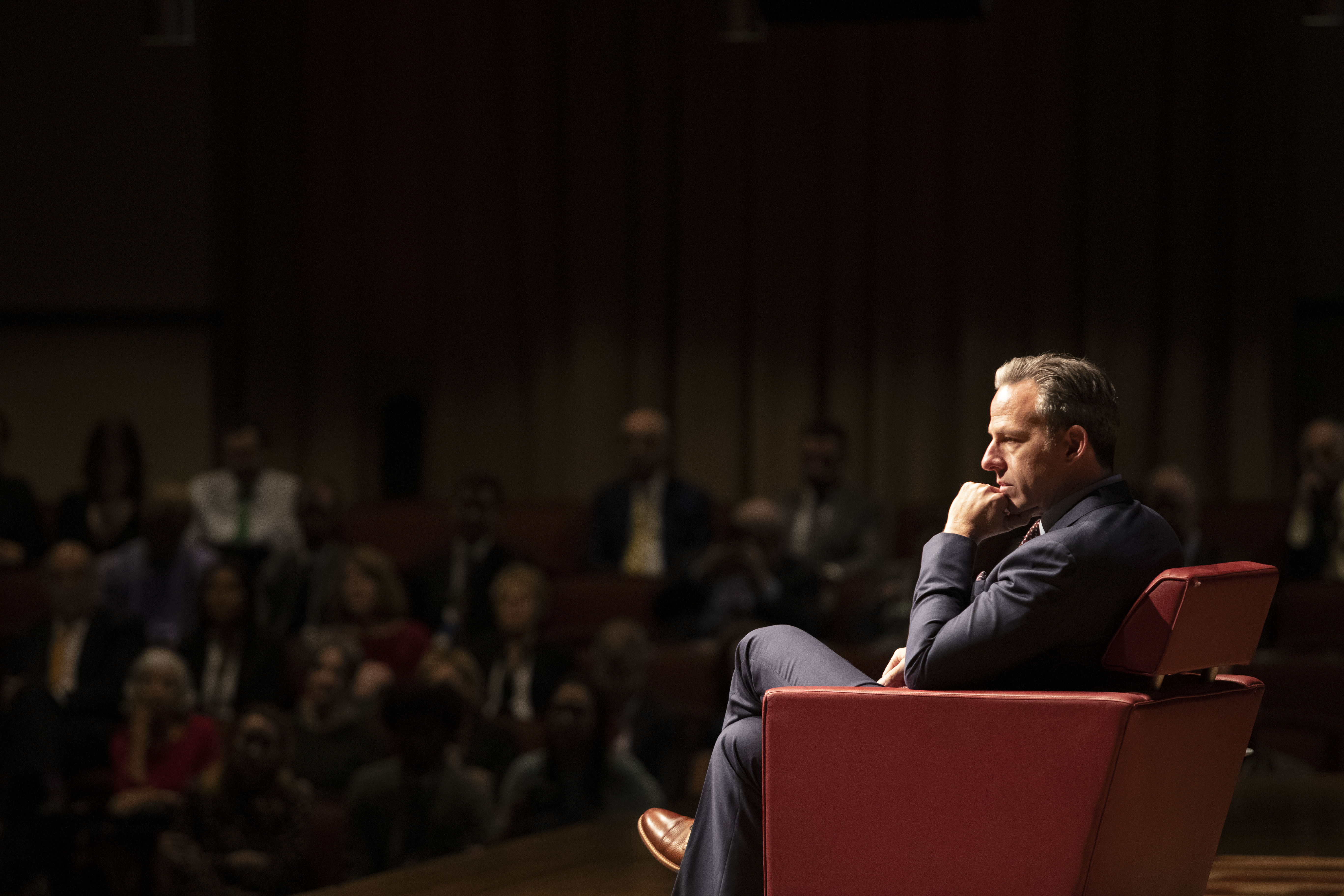 Jake Tapper surveys the crowd of students at the 2019 Lew Klein Alumni in the Media Awards.