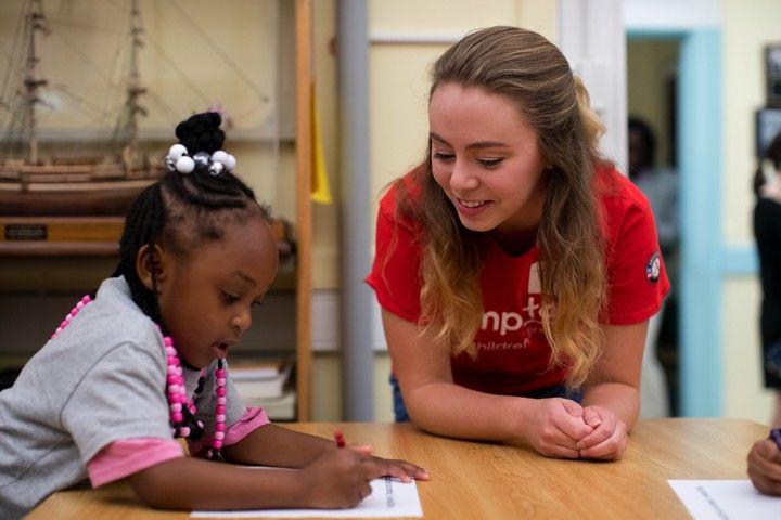Kyla Peterson, EDU _20, volunteering with Jumpstart