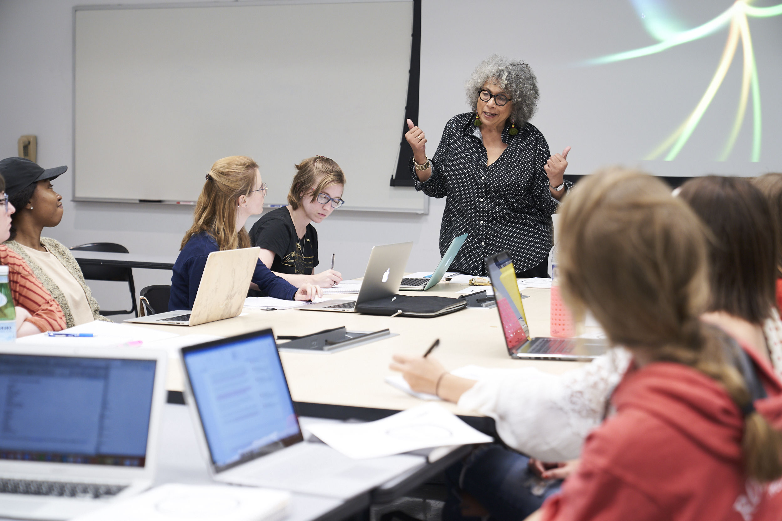 A class of Tyler Art History students led by Linda Earle, Professor of Practice in Fine Arts Management.